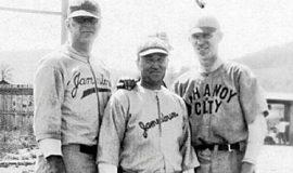 Billy Webb, center