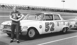Cale Yarborough with Julian Buesink's Ford at the July 1961 NASCAR race at Daytona.