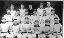 Tommy Leach, far left back row, with the 1900 Pittsburgh Pirates.
