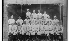 Tommy Leach, far left front row, with the 1907 Pittsburgh Pirates.