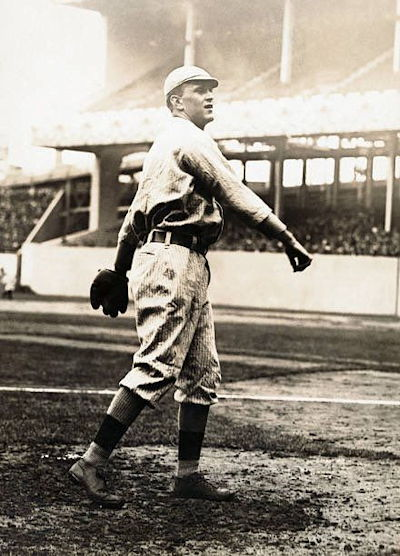 Hugh Bedient throwing for the Boston Red Sox